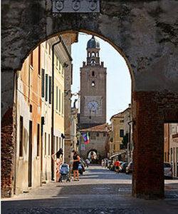 250px-CastelfrancoV_porta